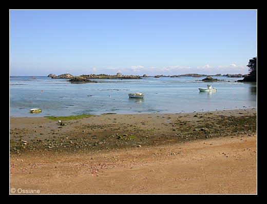 Sur la Plage de Sable Fin, la Mer Remonte au Loin. Les Bateaux Retrouvent leur Entrain, Lever l'Ancre pour Partir Demain.