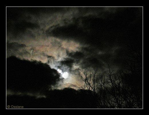 A la Rencontre d'un Nuage de Lavis, la Pierre de Lune.